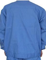 Lebensmittelverarbeitung Gesundheitsdienste für Männer und Frauen in blauen Anzügen und saubere Kleidung mit langen Ärmeln Food-Service