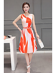 Feminino balanço Vestido, Casual / Tamanhos Grandes Simples Estampado Decote V Altura dos Joelhos Sem Manga Laranja Raiom VerãoCintura