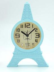 (Cor aleatória) a torre Eiffel contratada estilo que ocupam os estudantes relógio home office mesa mini-relógios