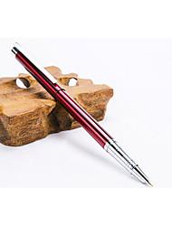 les élèves pratiquent stylo en métal de calligraphie