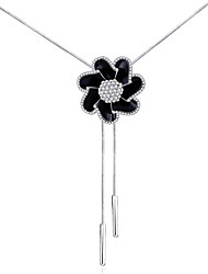 Xu Women's Elegant Fashionable Three-dimensional Diamond Flower Pendant Long Necklaces