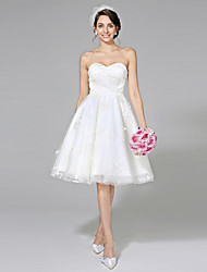 2017 Lanting Bride® A-line Wedding Dress - Chic & Modern Little White Dresses Knee-length Sweetheart Lace / Tulle with Lace