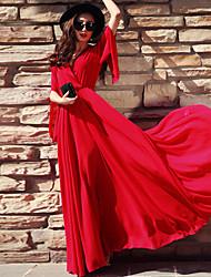 longue en mousseline rouge robe de plage robe de station balnéaire mis sur une grande robe des femmes de grande taille