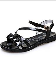 As sandálias das mulheres caçoam o plutônio das sapatas do clube do verão da mola