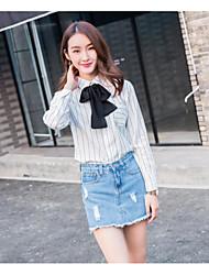 знак существенного по возрасту случайной пригородной блузка колледжа ветер дикого шарфу отправить лук блузку