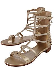 Feminino Sandálias Pele Verão Corrida em Pista Tachas Ziper Salto Baixo Dourado Menos de 2,5cm