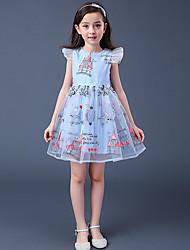 Menina de Vestido Geométrica Manga Curta