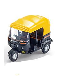 La motocicleta de la aleación de la India detrás del color de rondon del coche