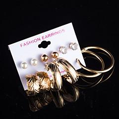 Femme Boucles d'oreille goujon Boucles d'oreille gitane Perle imitée Zircon cubique Fleur Multivoies Porter bijoux de fantaisie Perle