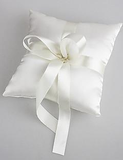 vielsesring pude i hvid satin med perle