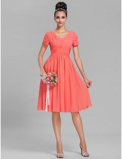 Lanting Bride® Knee-length Chiffon Bridesmaid Dress Sheath / Column V-neck Plus Size / Petite with Draping / Ruching