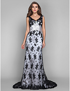 Formal Evening/Military Ball Dress - Silver Plus Sizes Sheath/Column V-neck/Scalloped Sweep/Brush Train Lace/Stretch Satin