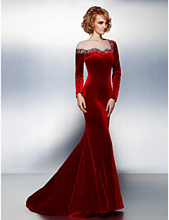 Formal Evening / Black Tie Gala Dress Plus Size / Petite Trumpet / Mermaid Jewel Court Train Velvet with Beading / Crystal Detailing