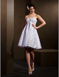 Lanting Bride® A-line / Princess Petite / Plus Sizes Wedding Dress Knee-length Sweetheart Organza with
