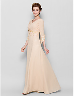 Lanting Bride® Sheath / Column Plus Size / Petite Mother of the Bride Dress Floor-length 3/4 Length Sleeve Chiffon withAppliques / Criss