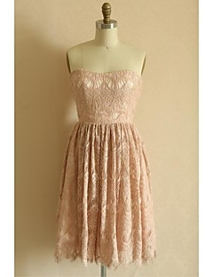 Knee-length Lace Bridesmaid Dress A-line Strapless with Lace