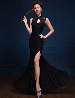 Formal Evening Dress Trumpet / Mermaid High Neck Floor-length Lace with Beading / Split Front