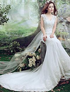 Trumpet/Mermaid Wedding Dress-White Court Train V-neck Lace / Tulle