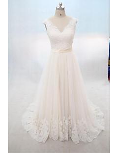 A-라인 웨딩 드레스 코트 트레인 V-넥 레이스 / 튤 와 아플리케