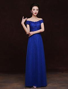 Floor-length Lace Bridesmaid Dress Sheath / Column Bateau with Appliques