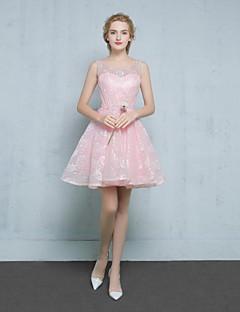 קצר \ מיני תחרה / סאטן שמלה לשושבינה - נשף מחשוף עמוק עם חרוזים / תחרה / נצנצים