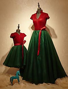 Evento Formal Vestido Linha A Decote V Cauda Escova Charmeuse / Poliéster com Faixa / Fita