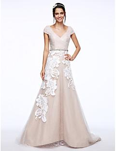 Lanting Bride® Trapèze Robe de Mariage  Traîne Brosse Col en V Dentelle Tulle avec Appliques Bouton Effet Croisé Ceinture / Ruban Strass
