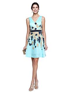 TS Couture® Coquetel Vestido Linha A Decote V Até os Joelhos Charmeuse com Renda
