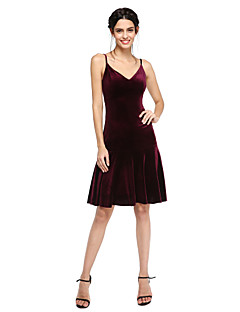 2017 Lanting Bride® Knee-length Velvet Bridesmaid Dress - Sexy / Short A-line Spaghetti Straps with Pleats