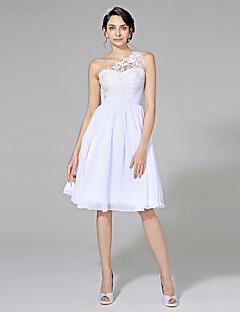 Lanting Bride® A-Linie Svatební šaty - Elegantní & luxusní Malé bílé Ke kolenům Jedno rameno Šifón s Aplikace Šerpa / Stuha