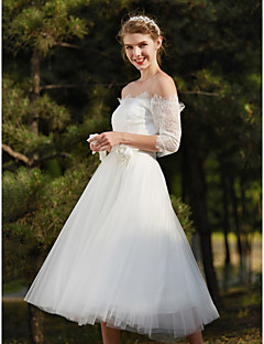 А-силуэт Свадебное платье Маленькие белые платья Ниже колена Приспущенные плечи Кружева с Цветы