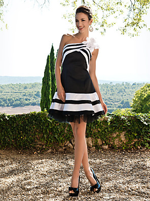 ts couture® מסיבת קוקטייל / 16 המתוק שמלה - גודל פלוס קצר / קטן א-שורה אחת כתף קצר / סאטן מיני עם פרח (ים) / סלסולים