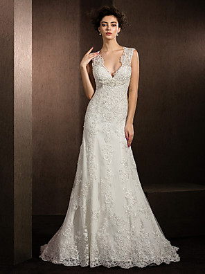 Lanting Bride® Pouzdrové Drobná / Nadměrné velikosti Svatební šaty Krajka Velmi dlouhá vlečka Do V Krajka s Aplikace / Flitry / Korálky