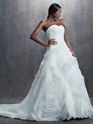 A-line / Ball Gown Petite Wedding Dress Vintage Inspired Chapel Train Sweetheart Organza with