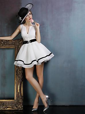 Šaty Plesové šaty Do V Krátký / Mini Spandex s Šerpa / Stuha