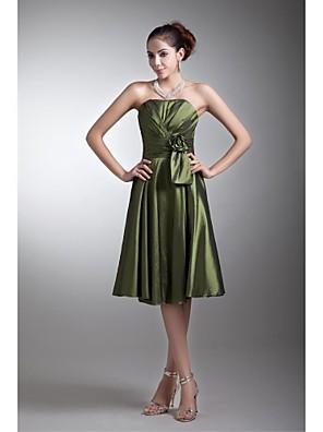 Lanting Bride® באורך  הברך טפטה שמלה לשושבינה  גזרת A סטרפלס עם פרח(ים) / בד נשפך בצד