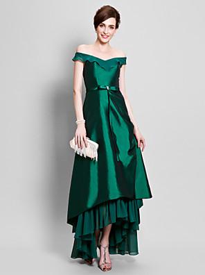 Lanting Bride® Linha A Tamanhos Grandes / Mignon Vestido Para Mãe dos Noivos Assimétrico Manga Curta Chiffon / Tafetá - Miçangas /