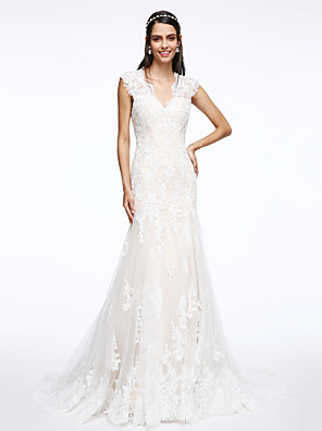 2017 Lanting Bride® Trumpet / Mermaid Wedding Dress Court Train V-neck Tulle with Appliques / Button