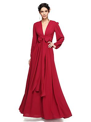 Lanting Bride® עד הריצפה שיפון גב פתוח / אלגנטי שמלה לשושבינה - גזרת A צווארון וי עם פפיון(ים) / סרט / קפלים
