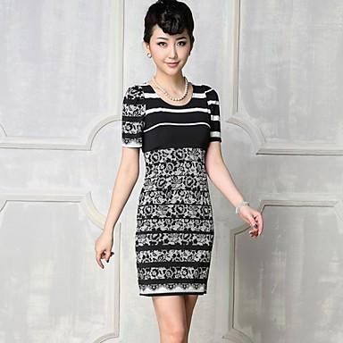 Vestido de renda curto preto e branco