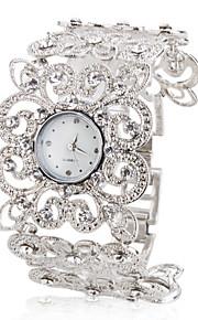 Women's Fashionable Alloy Analog Quartz Bracelet Flower-shaped Watch (Silver)
