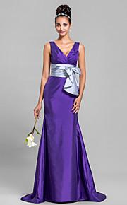Sweep/Brush Train Taffeta Bridesmaid Dress - Regency Plus Sizes Trumpet/Mermaid V-neck