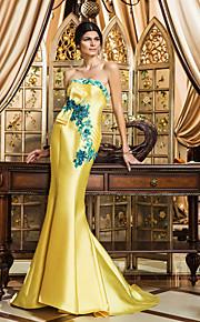 Formal Evening Dress - Daffodil Plus Sizes Trumpet/Mermaid Strapless Sweep/Brush Train Satin