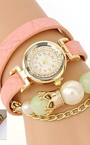 パーソナライズされたギフトの女性の三層ラップPUレザーブレスレットのアナログラインストーンで時計を刻ま
