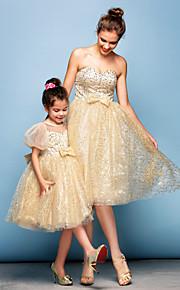 Коктейль-приём Платье - Цвет шампанского  Бальное платье  В виде сердца Длина до колен  С блестками