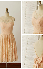 Knee-length Lace Bridesmaid Dress - Champagne A-line Scoop
