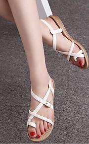 Черный / Белый-Женская обувь-Для прогулок / На каждый день-Лакированная кожа-На плоской подошве-Удобная обувь / Обувь через палец-Сандалии
