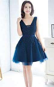 Short / Mini Lace / Tulle Bridesmaid Dress A-line V-neck with Beading / Sash / Ribbon