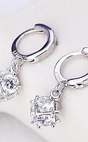 Boucle Formé Carrée Bijoux 1 paire Mode / Adorable / Personnalité Mariage / Soirée / Quotidien / Décontracté Argent sterling / Zircon
