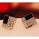 女性の基本的なダイヤモンドスタッド